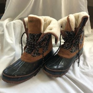 NEVER WORN khombu boots